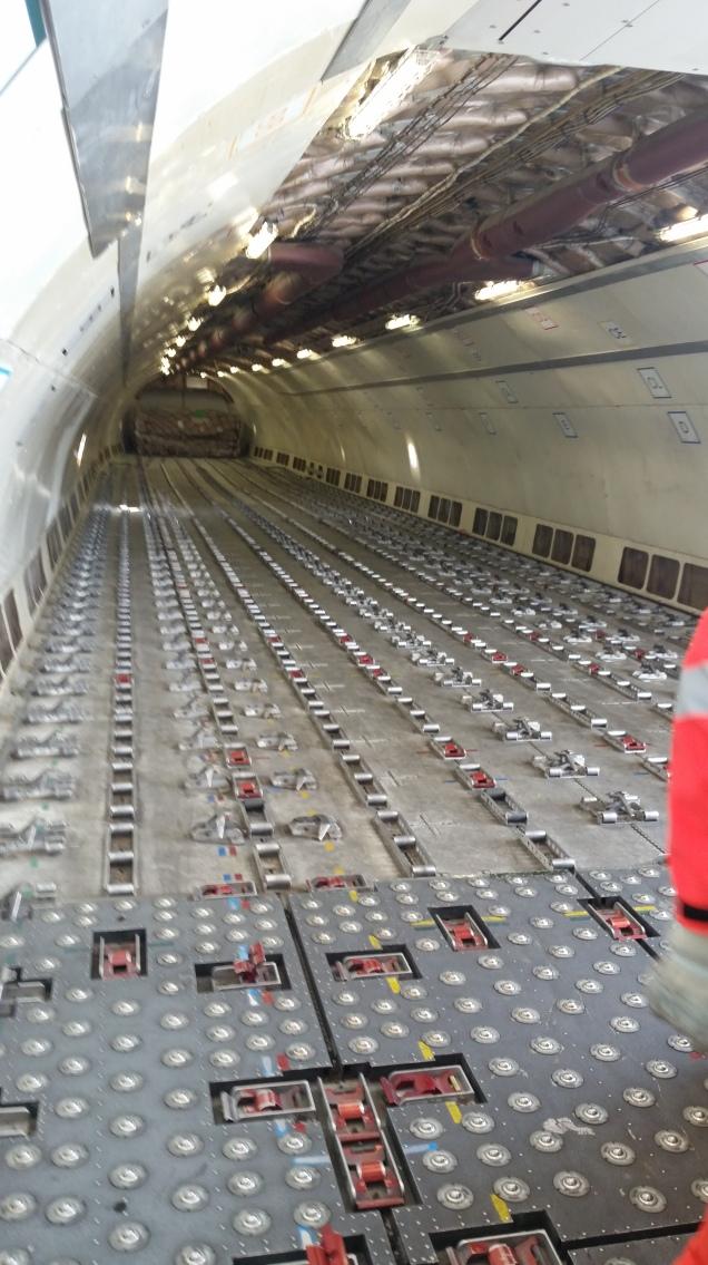 Leerer Frachtaum eines A300